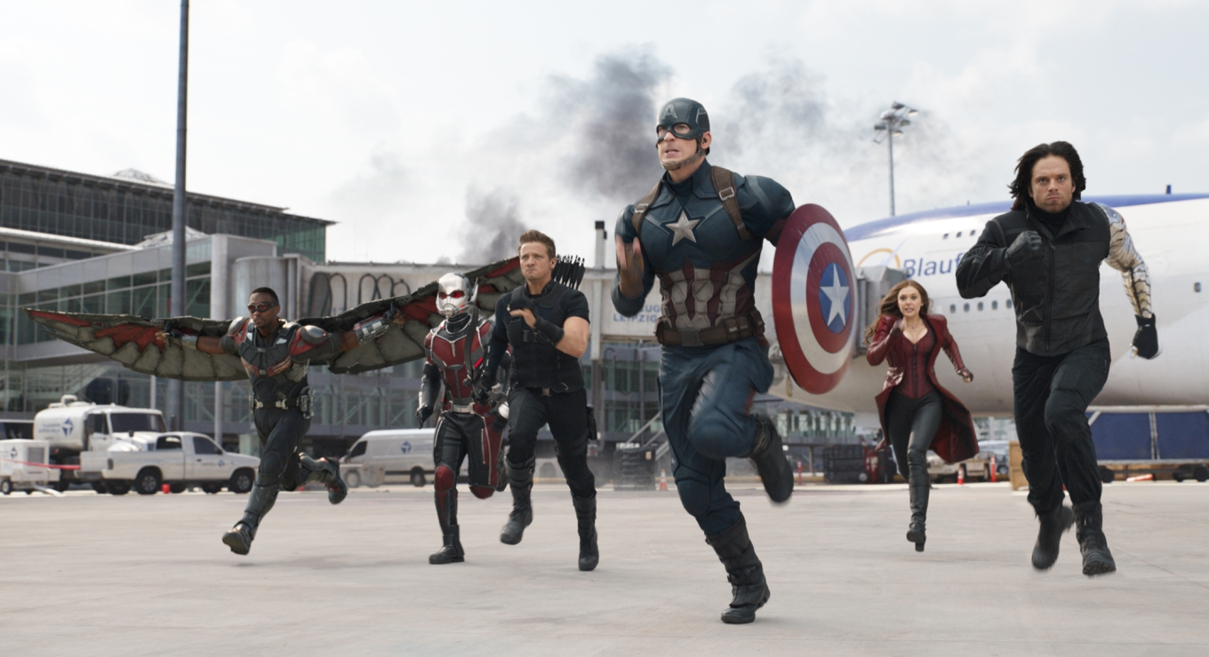 captain-america-chris-evans-ht-thg-171127.jpg